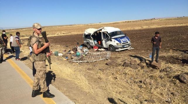Tarım işçilerini taşıyan minibüs devrildi: 1 ölü 25 yaralı