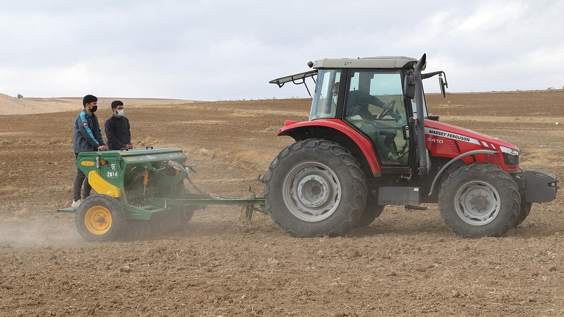 Çiftçi Tohumlarını Toprakla Yeniden Buluşturuyor